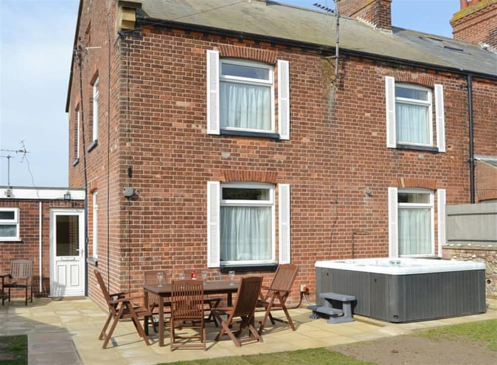 Attractive holiday home with hot tub at Coastguard Cottage in Caister-on-Sea, near Great Yarmouth, Norfolk