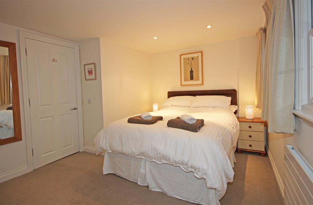 Double bedroom with King-size bed at Cobbs Cottage in 20 Crowthers Hill, Dartmouth