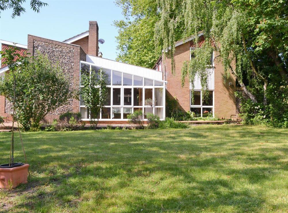Stylish holiday home at Cobden House in Lakenheath, near Brandon, Suffolk