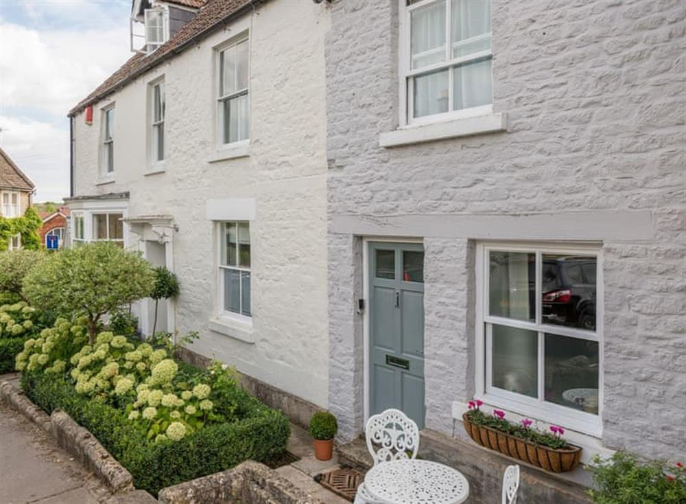 Pretty, Grade II listed holiday cottage at Cottage on the Green in Calne, Wiltshire