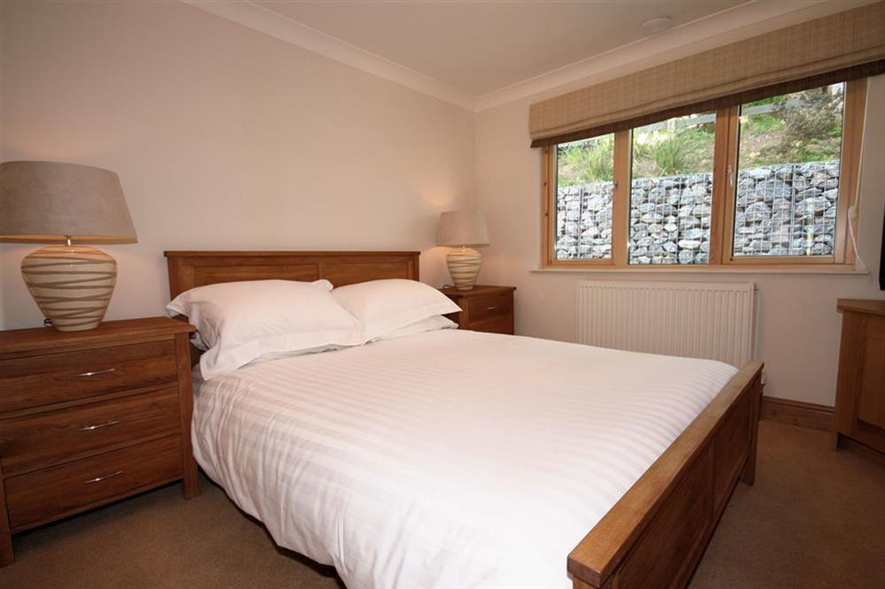 Master bedroom with King-size Bed at Court Cottages 3 in Hillfield, Dartmouth