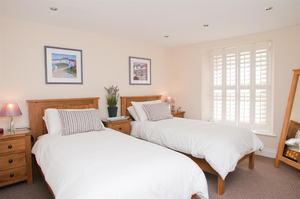 Twin bedroom situated on the first floor at Courtyard House in , Dartmouth