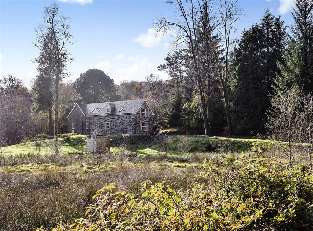 Lovely cottage set in stunning surroundings at Craigmuick Cottage in Aberfoyle, Stirlingshire