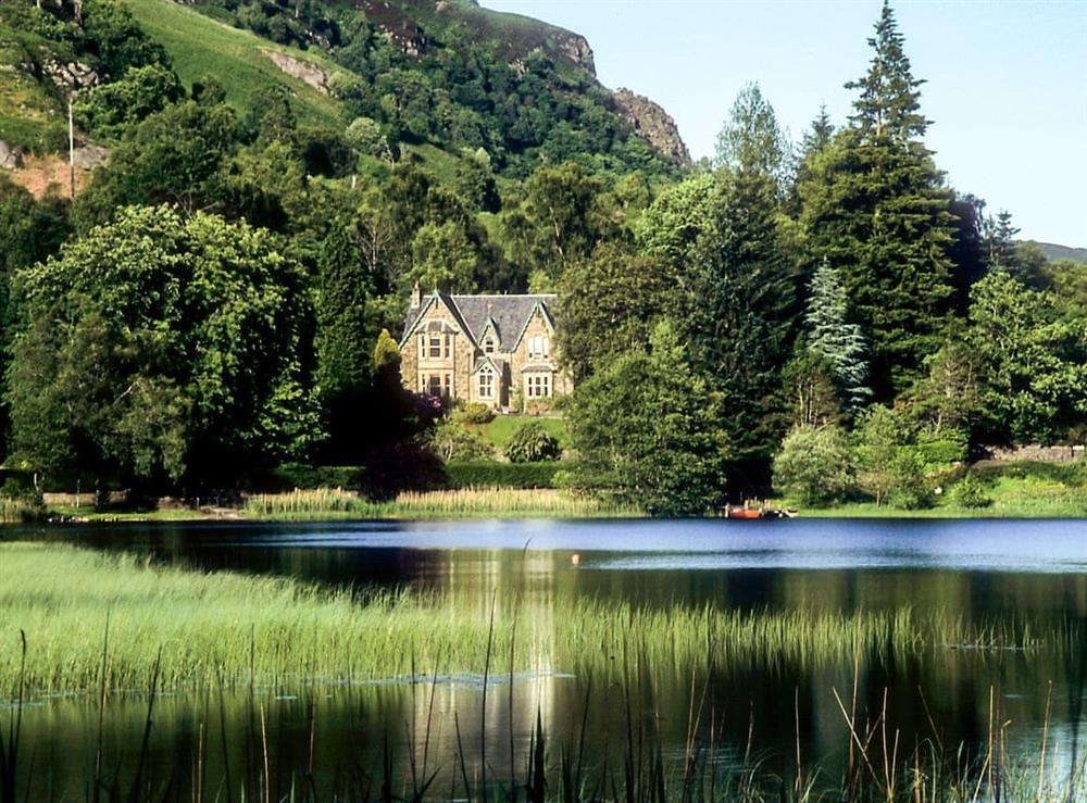 Stunning detached holiday home nestling by the lakeside at Creag-Ard House in Aberfoyle, Stirlingshire