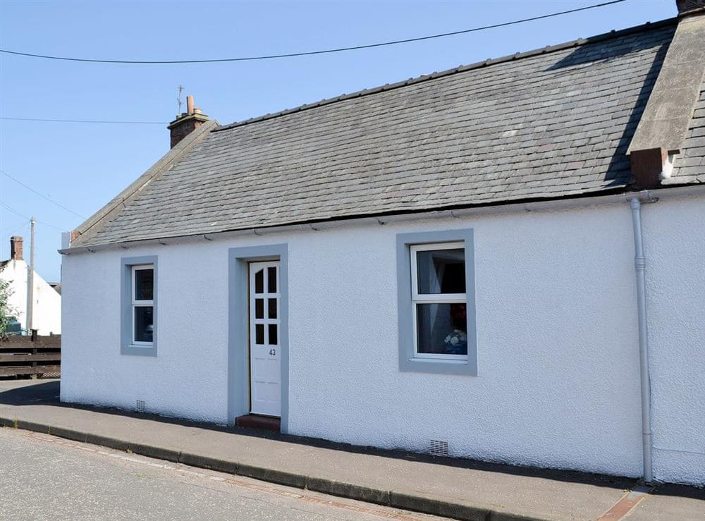 Delightful end of terrace holiday cottage at Creel Cottage in Auchmithie, near Arbroath, Angus