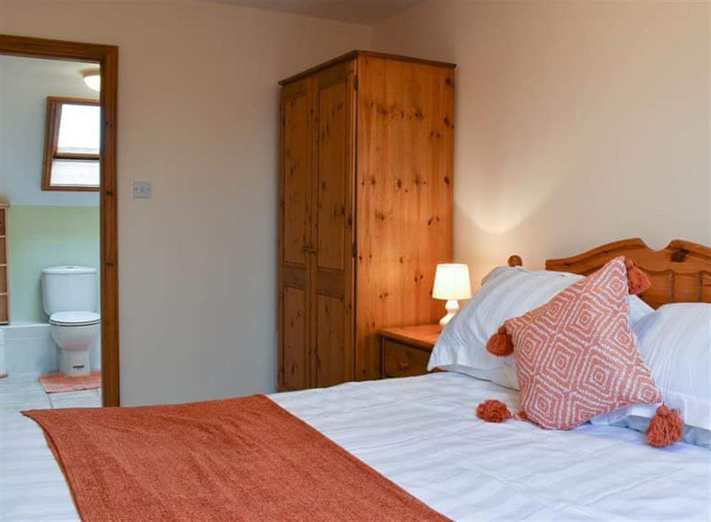 Stylish double bedroom with en-suite at Croft Cottage in Lydlinch, near Sturminster Newton, Dorset