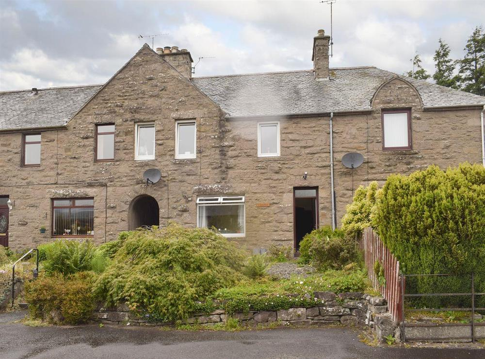 Attractive mid-terrace cottage at Cruachan in Auchterarder, near Gleneagles Village, Perthshire