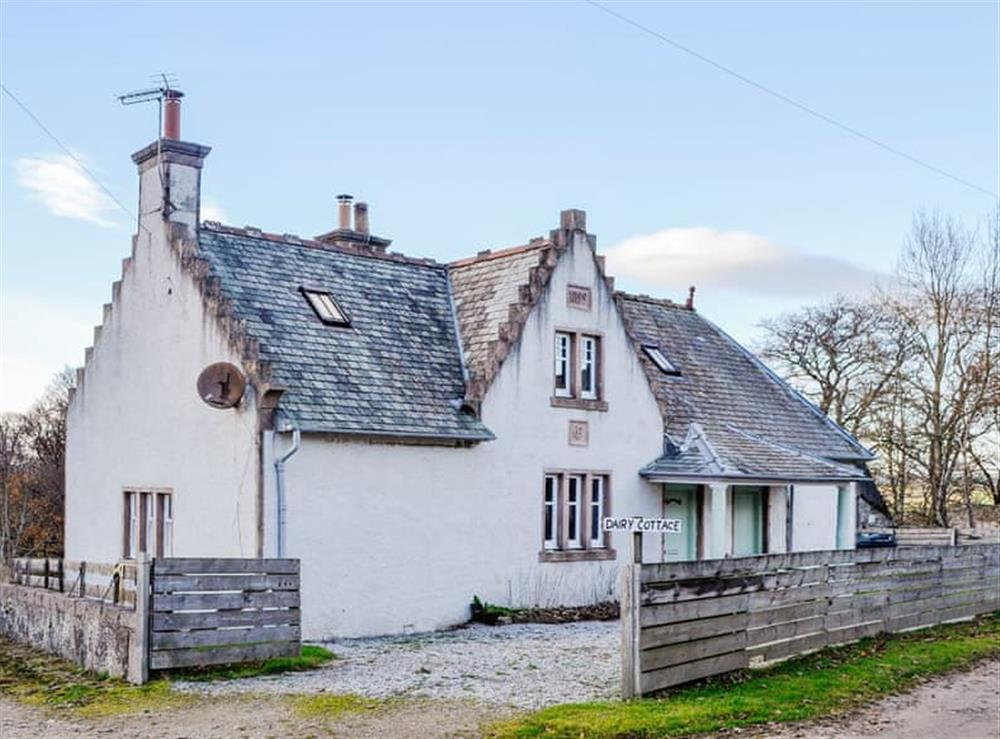 Delightful whitewashed cottage in the North East of Scotland at Dairy Cottage in Whitehouse, near Alford, Aberdeenshire