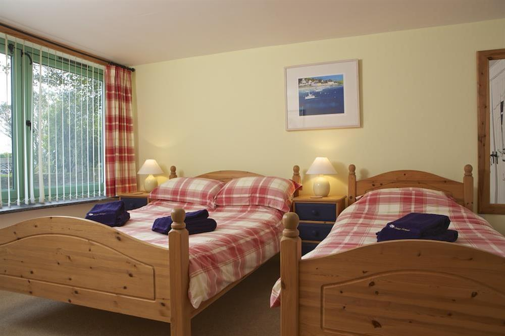 Family bedroom with Queen-size bed and additional single bed at Daisy in Blackawton, Dartmouth