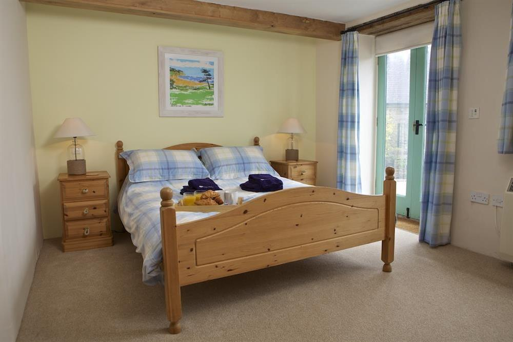 Master bedroom with King-size bed at Daisy in Blackawton, Dartmouth