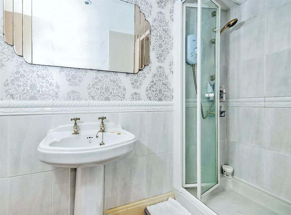 Shower room at Dartview in Dartmouth, Devon
