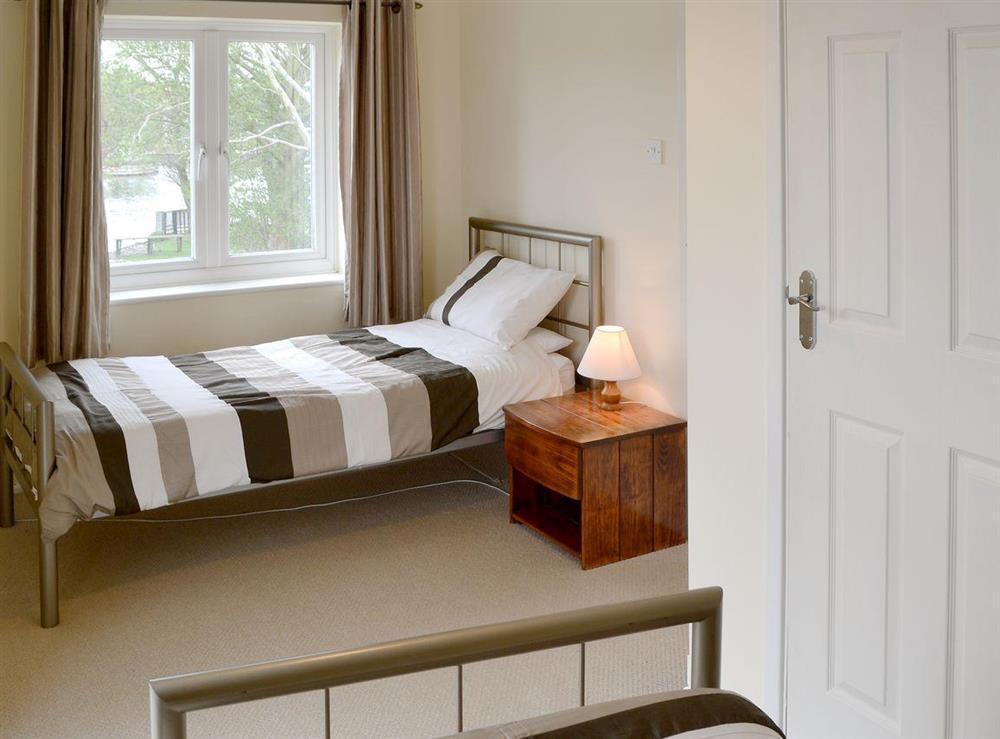 Cosy twin bedroom at Davids Island in Wroxham, Norfolk