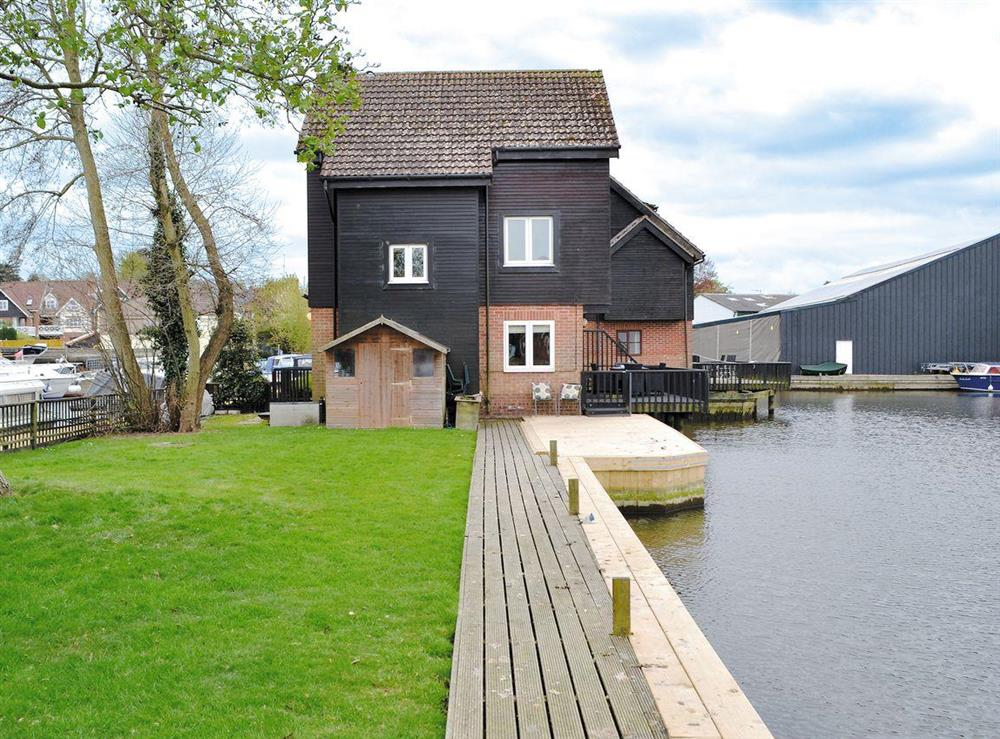 Wonderful holiday home in a delightful waterside setting at Davids Island in Wroxham, Norfolk