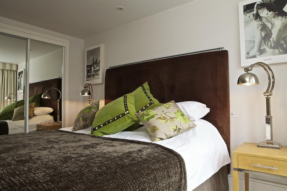 Beautifully presented double bedroom at Diddly Squat, 43 Dart Marina in , Dart Marina