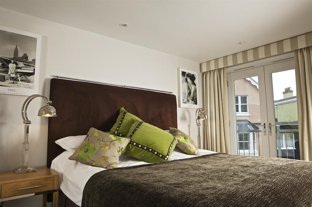 Double bedroom at Diddly Squat, 43 Dart Marina in , Dart Marina