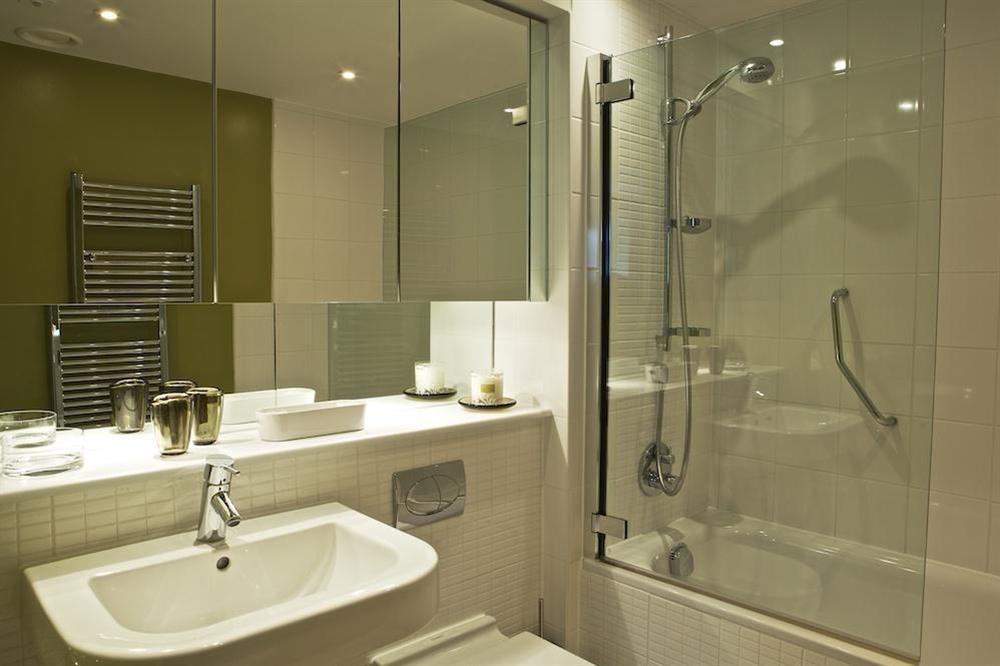 Family bathroom at Diddly Squat, 43 Dart Marina in , Dart Marina
