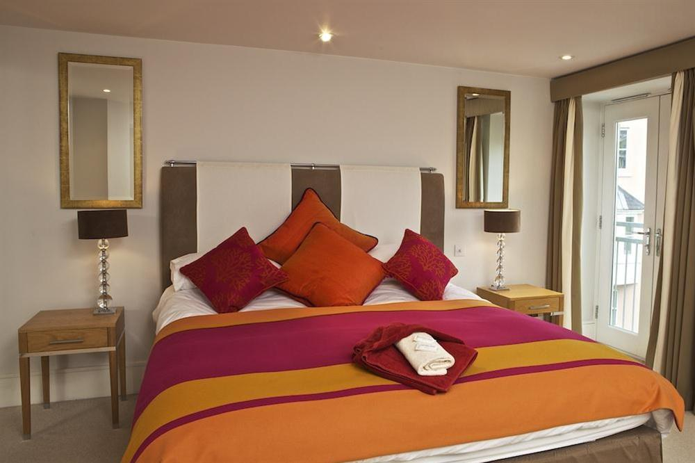 The en suite master bedroom at Diddly Squat, 43 Dart Marina in , Dart Marina
