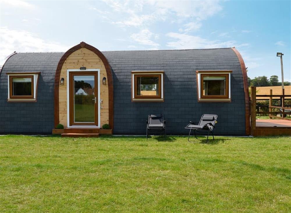 Delightful holiday pod at Dragons Den in Thurton, near Loddon, Norfolk