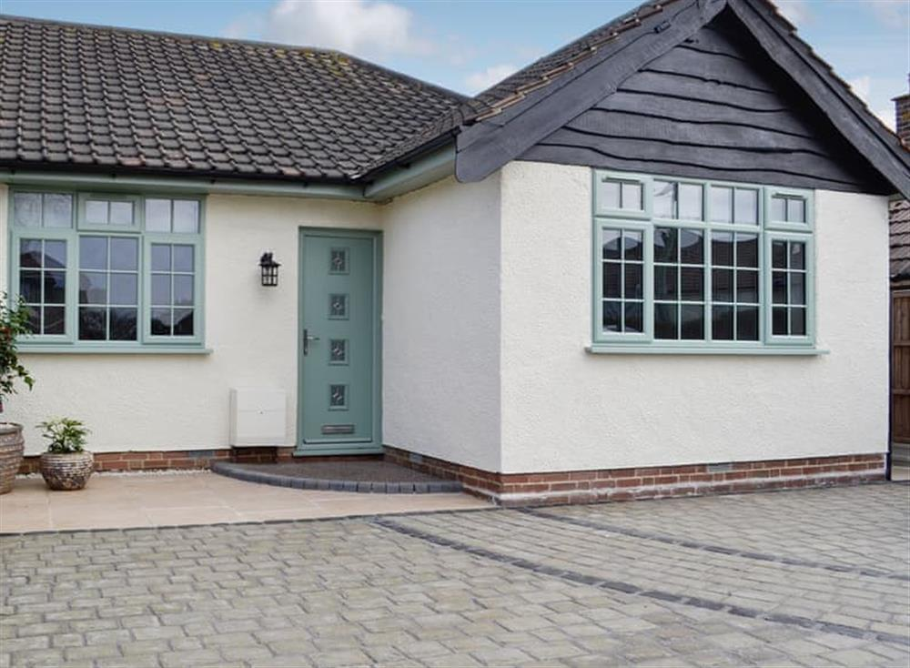 Lovely semi-detached, single-storey property at Driftwood in Pakefield, near Lowestoft, Suffolk