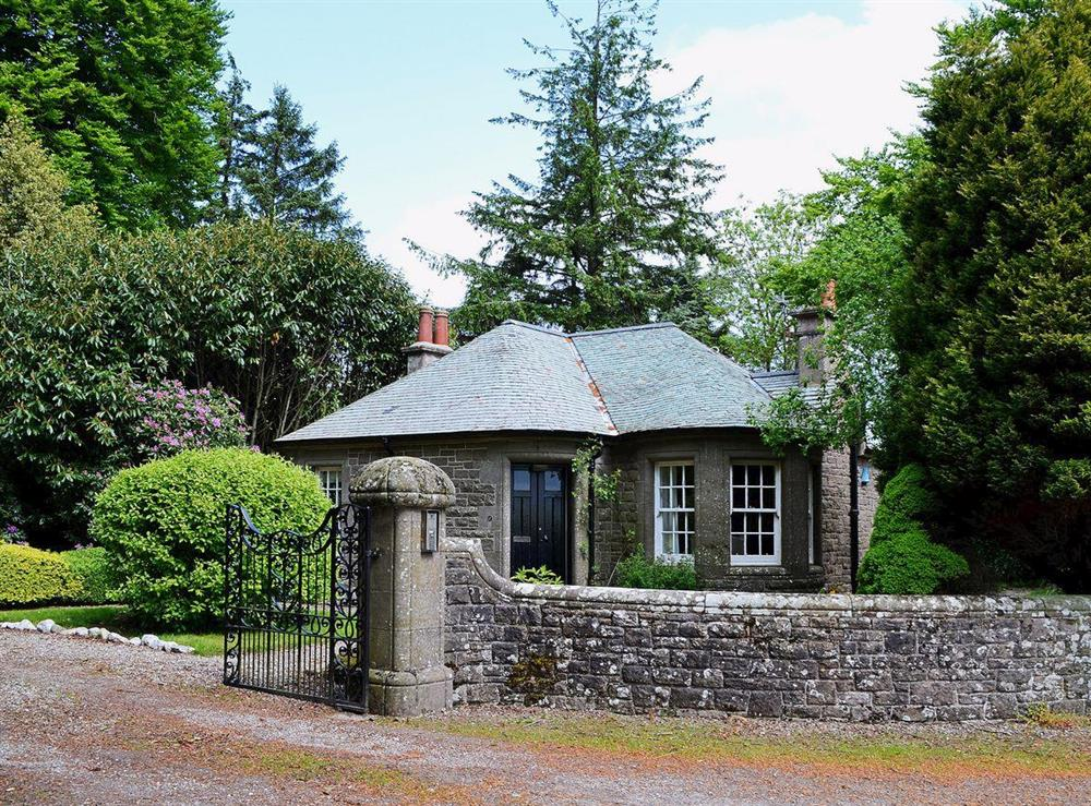 Detached, secluded former gate lodge at Dunlappie Lodge in Edzell, near Brechin, Angus