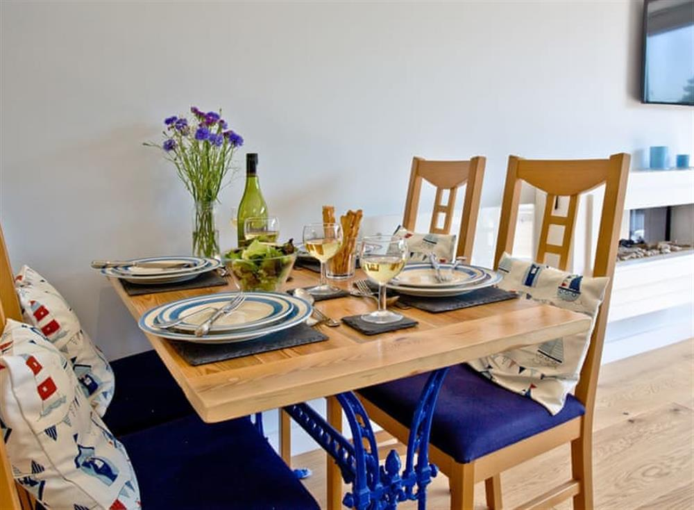Dining Area at Dunlin 4 in The Cove, Brixham
