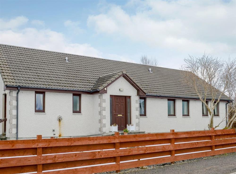 Large, detached, single-storey cottage at Dunrobin in Lairg, near Sutherland, Highlands, Scotland