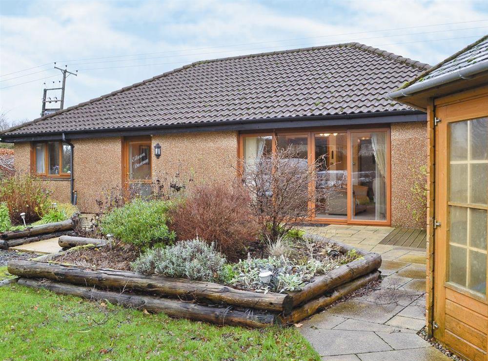 Cottage & garden at Eilean Donan in Kirknewton, West Lothian