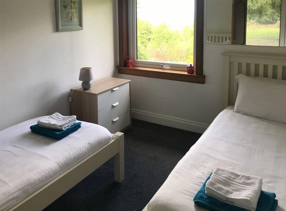 Cosy twin bedroom at Elm Cottage in Falkirk, Stirlingshire