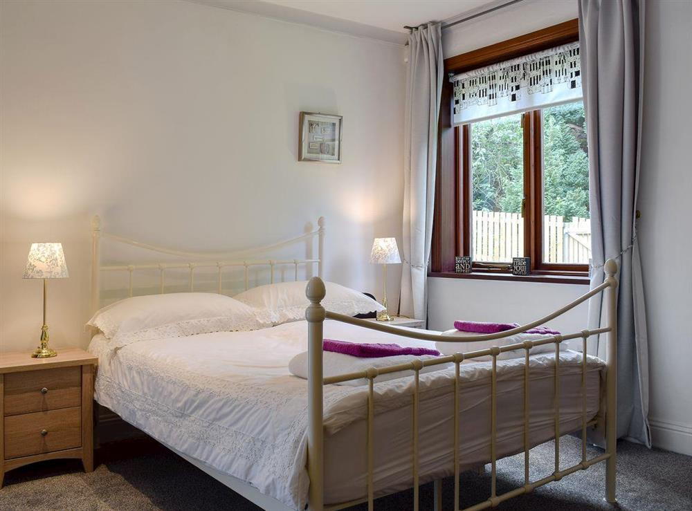 Spacious double bedroom at Elm Cottage in Falkirk, Stirlingshire