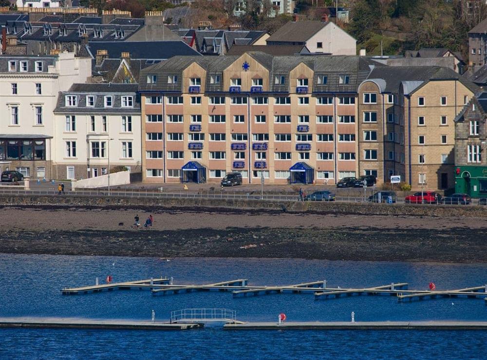 Apartments and marina at Islay 6,