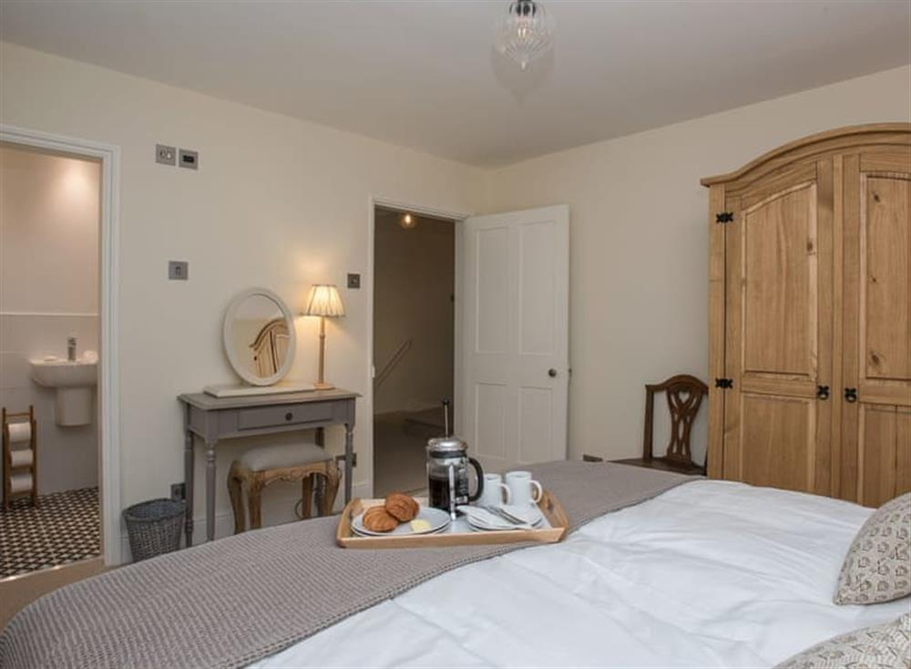 Double bedroom with en-suite (photo 2) at Estate Cottage in Warstead, near North Walsham, Norfolk
