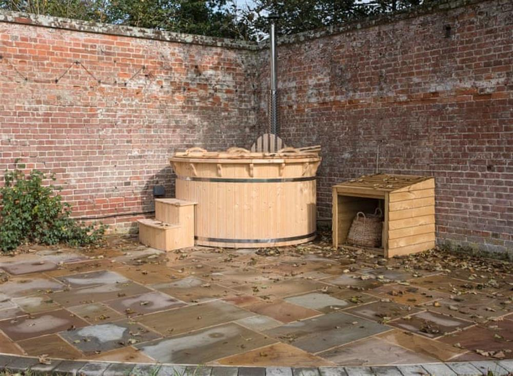 Wood fired tub for 6 at Estate Cottage in Warstead, near North Walsham, Norfolk