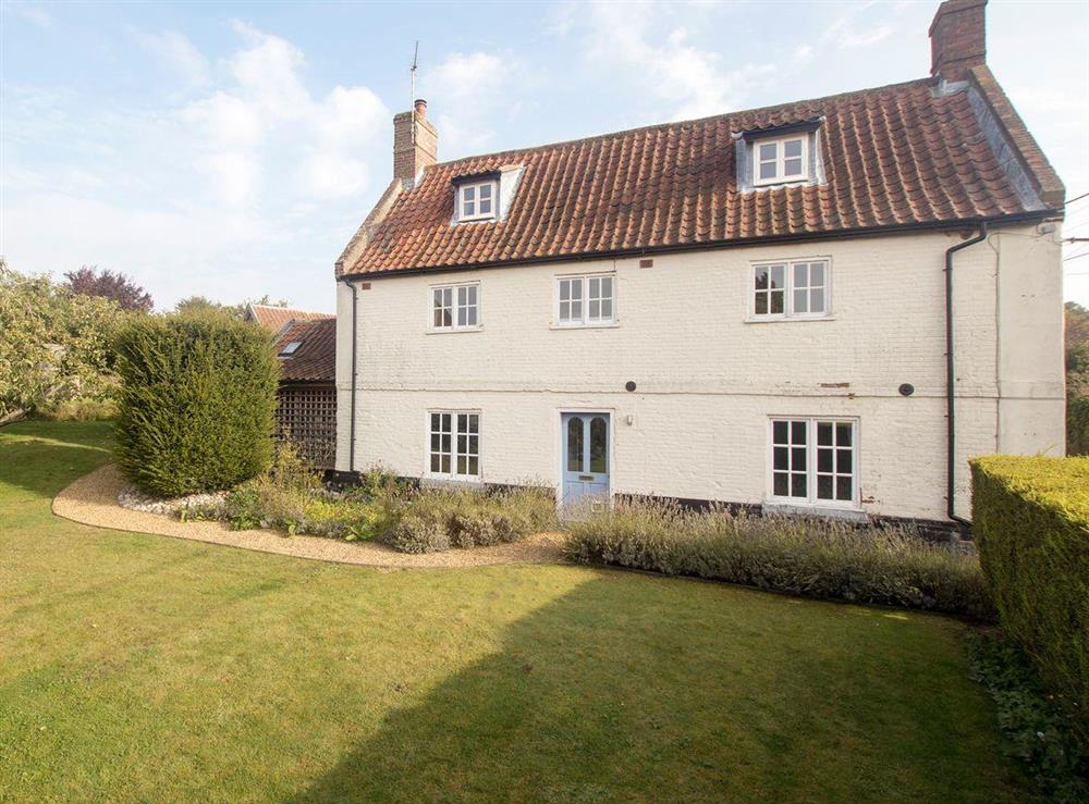 Attractive holiday home with lawned garden at Fair Meadow House in Itteringham, near Aylsham, Norfolk