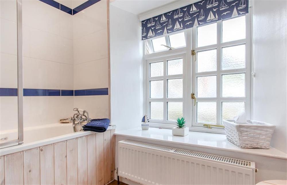 The family bathroom. at Fairholm, Stoke Fleming