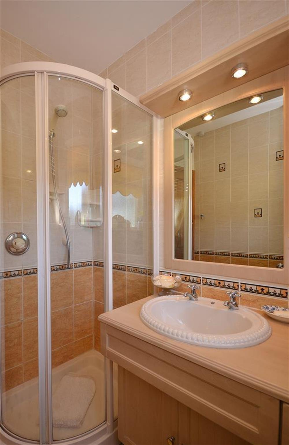 Well appointed shower room at Fairwinds, Strete
