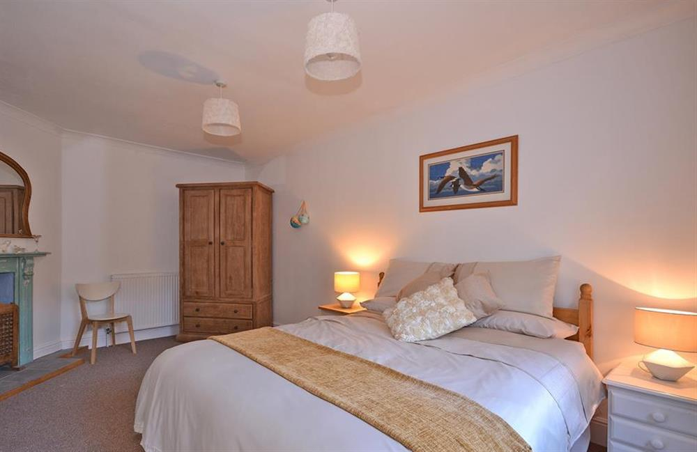 Well presented comfortable double room at Fairwinds, Strete