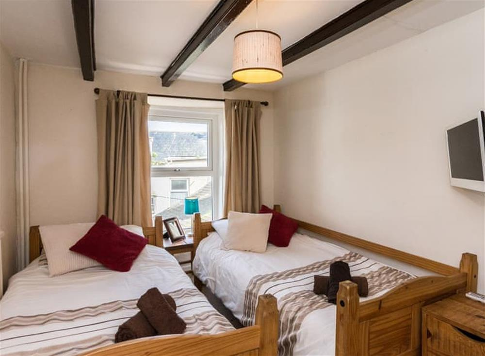 Twin bedroom at Farthing Cottage in Brixham, South Devon