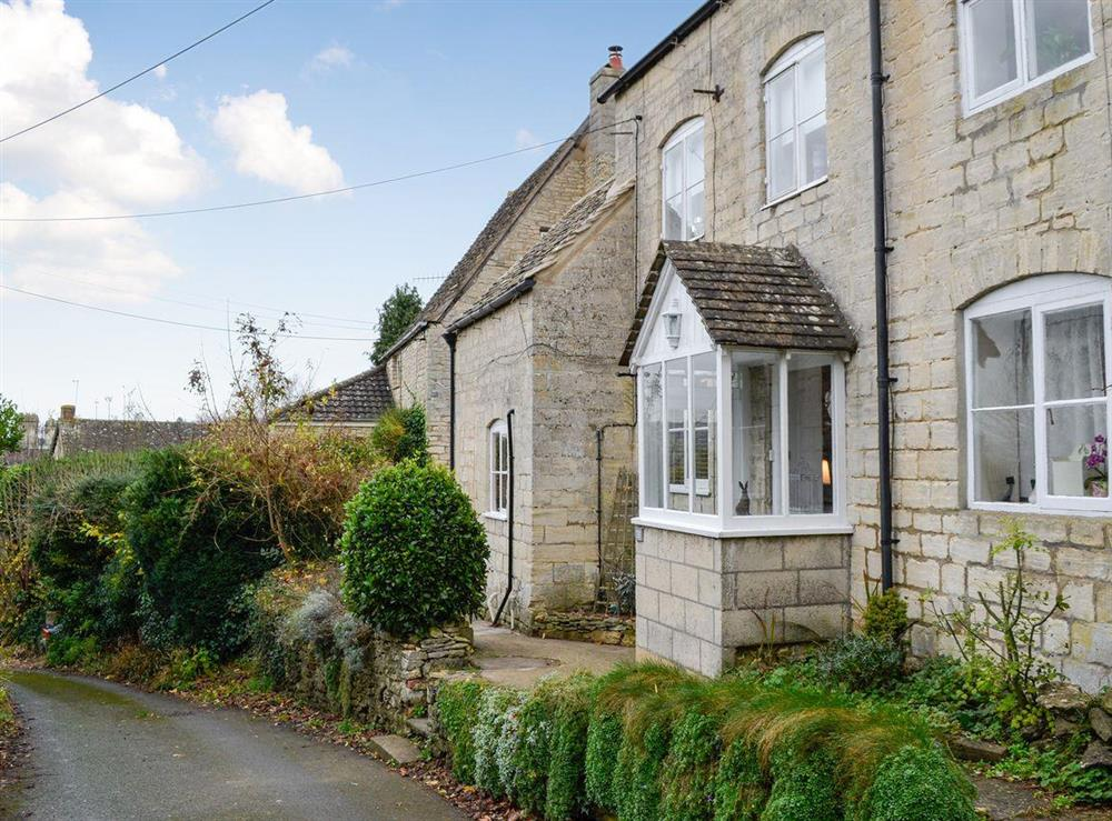 Characterful, 300-year-old, end-terrace holiday cottage at Farview in Selsley, near Stroud, Gloucestershire