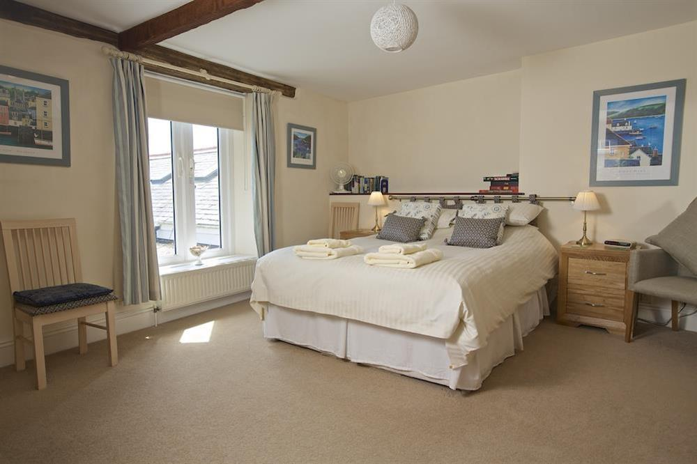 Master bedroom with King-size bed and en suite bathroom (photo 2) at Ferry View (Dartmouth) in South Town, Dartmouth