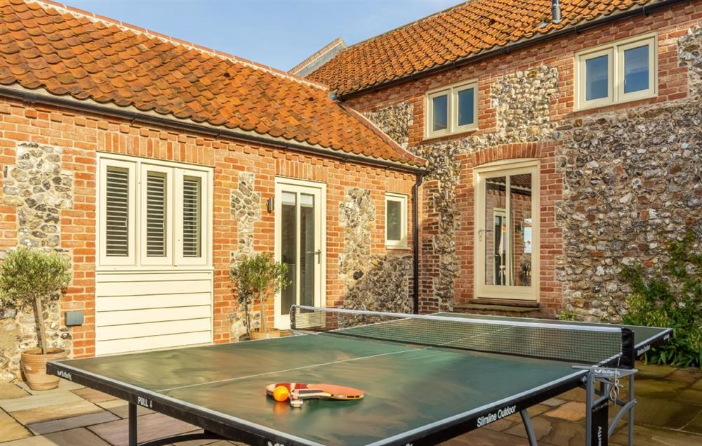 Enclosed courtyard: Enjoy a game of table tennis in the summer