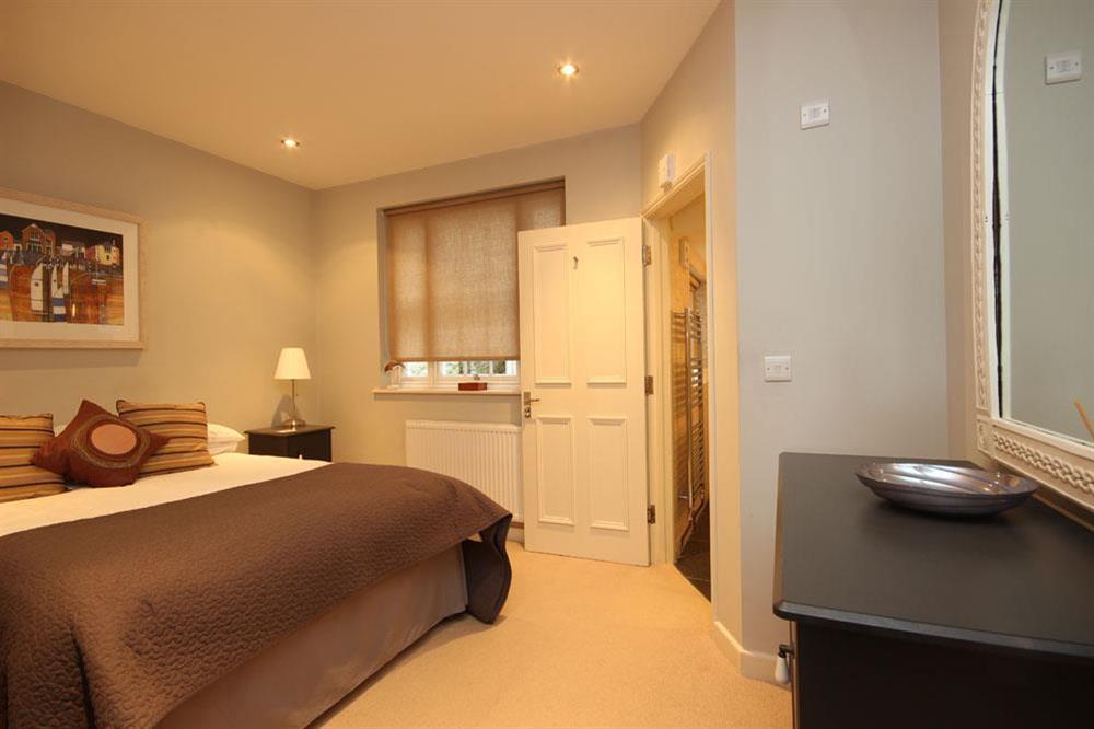 En suite bedroom at Flat 1, 32 Newcomen Road in The Plaice, Dartmouth