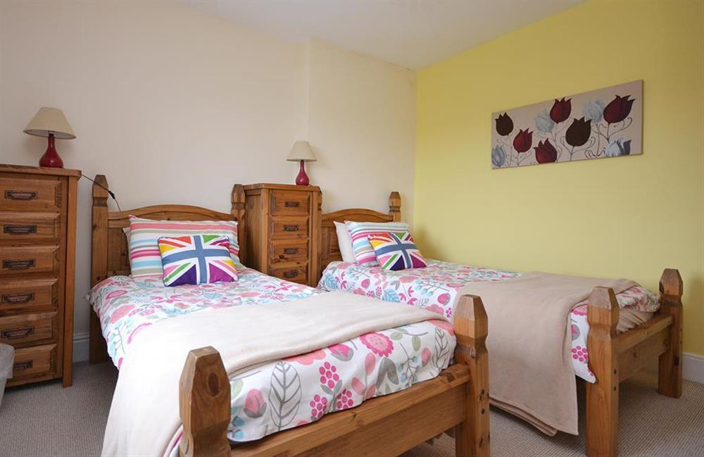 The twin bedroom at Foxenhole Farmhouse, Dittisham