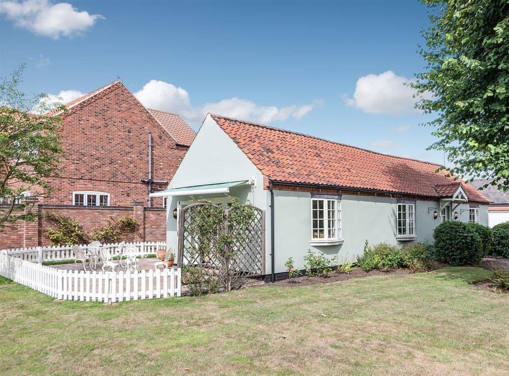 Lovely single storey holiday property at Gardeners Cottage in Beckingham, near Gainsborough, Nottinghamshire