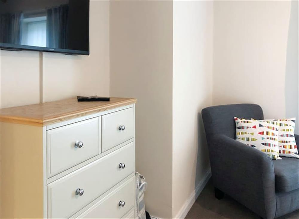 Delightfully furnished and equipped double bedroom at Gemstone Cottage in Brixham, Devon