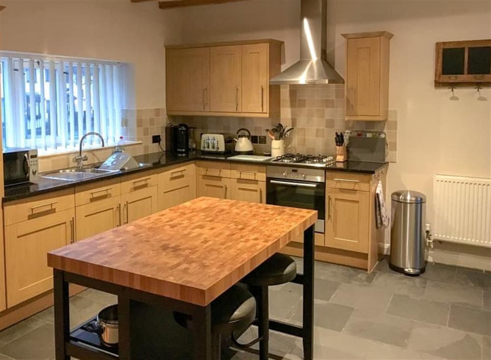 Wonderful kitchen with breakfast table at Gemstone Cottage in Brixham, Devon