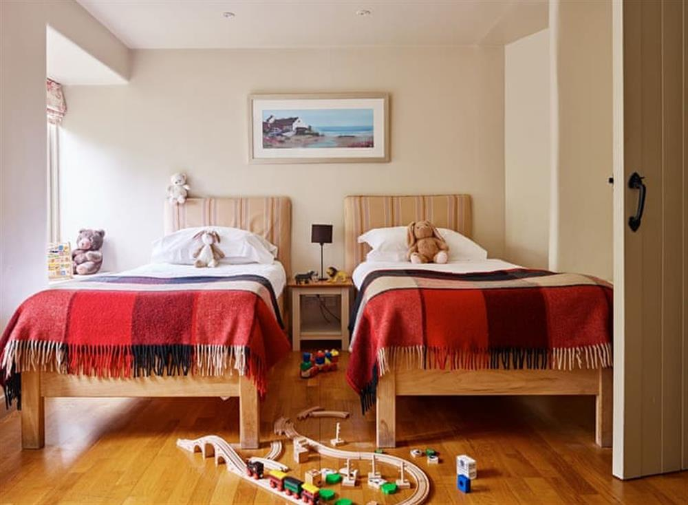 Cosy twin bedroom at Coach House,