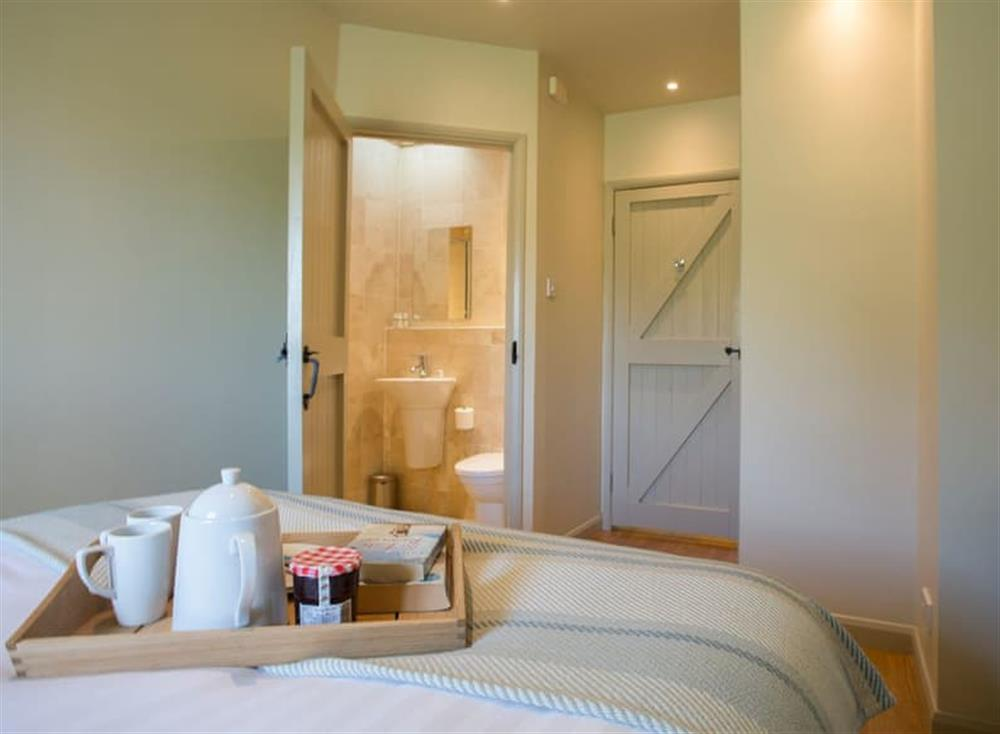 Double bedroom with en-suite (photo 2) at Garden House,