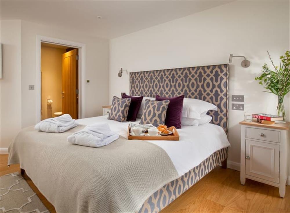 Attractive en-suite double bedroom at Gitcombe Retreat,