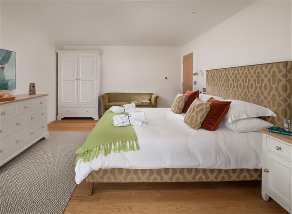 Peaceful en-suite double bedroom at Gitcombe Retreat,