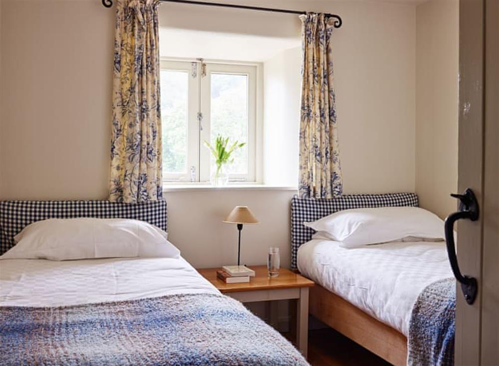 Comfortable twin bedroom at Meavy Cottage,